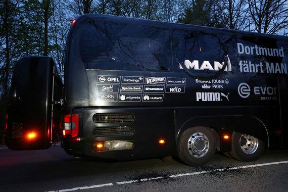 """""""Reuters""""/""""Scanpix"""" nuotr./Dortmundo """"Borussia"""" autobusas po sprogimo"""