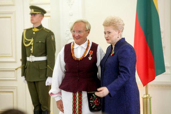 Vidmanto Balkūno / 15min nuotr./Prezidentūroje apdovanota Julia Bandis.