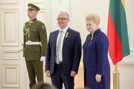 Vidmanto Balkūno / 15min nuotr./Prezidentūroje apdovanotas Ričardas Savukynas.