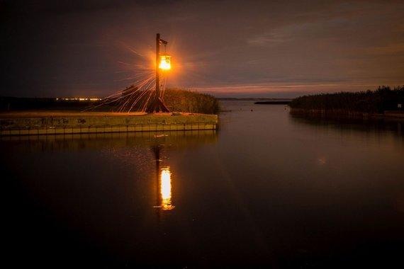 Vidmanto Balkūno/15min.lt nuotr./Šturmų uosto švyturys ir vartai į uostą