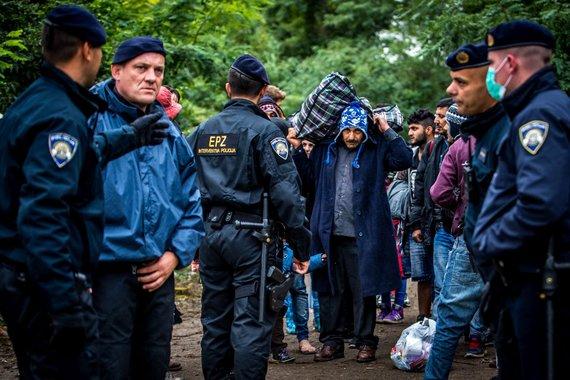 Vidmanto Balkūno/15min.lt nuotr./Migrantai Serbijos - Kroatijos pasienyje