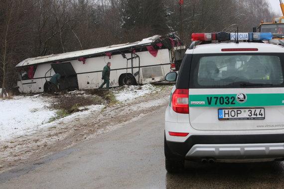 Vidmanto Balkūno / 15min nuotr./Autobuso avarija šalia Deltuvos