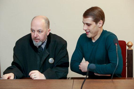 Vidmanto Balkūno / 15min nuotr./Nerijaus Antanavičiaus teismo procesas: išteisintasis (dešinėje) su gynėju Vytautu Sirvydžiu.