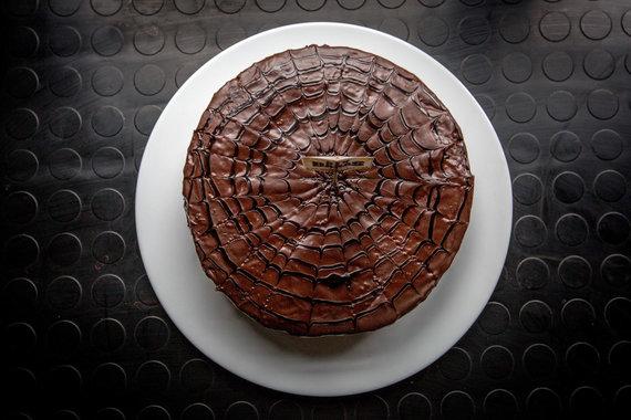 "Vidmanto Balkūno / 15min nuotr./Šokoladinis ""Bix"" baro tortas"
