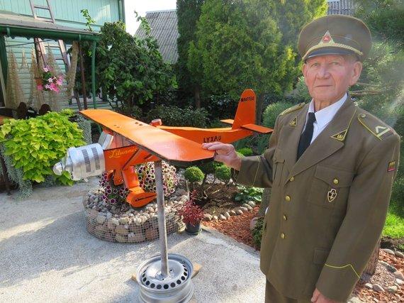 Andriaus Grygelaičio nuotr./Meilę aviacijai vilkaviškietis Jonas Mareckas įprasmina gamindamas lėktuvų modelius