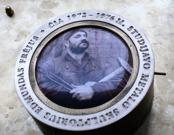 Lilijos Valatkienės nuotr./R.Inčirausko sukurtas medalis metalo skulptoriaus Edmundo Frėjaus atminimui