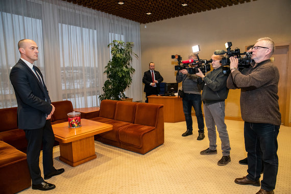 Seimo kanceliarijos/Dž.G.Barysaitės nuotr./Seimo pirmininko susitikimas su Specialiųjų tyrimų tarnybos direktoriumi Žydrūnu Bartkumi
