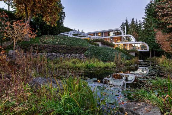 """""""Scanpix""""/""""Caters News Agency"""" nuotr./Krioklį primenantis namas iš plieno ir stiklo Vankuveryje"""