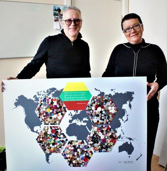Lilijos Valatkienės nuotr./Menininkai Vladas Merečinskas ir Lilija Valatkienė medaus korių principu sukūrė migracijos žemėlapį