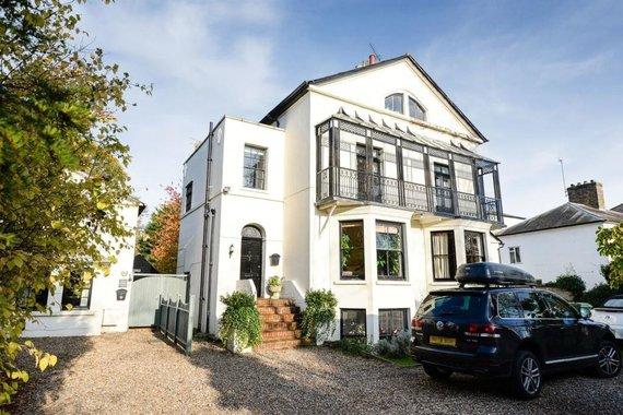 """Vida Press nuotr./Londone parduodamas ypač jaukus namas, naudotas """"Disney"""" ir Jamie Oliver laidų filmavimas"""