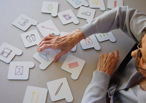 """Autorės nuotr./Alzheimerio ligos prevencijai ir sergančiųjų lavinimui skirtas žaidimas """"Aloizas"""""""