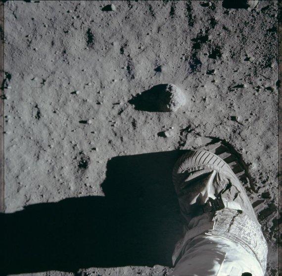 """NASA nuotr./NASA publikavo visą JAV """"Apollo 11"""" misijos nuotraukų archyvą"""