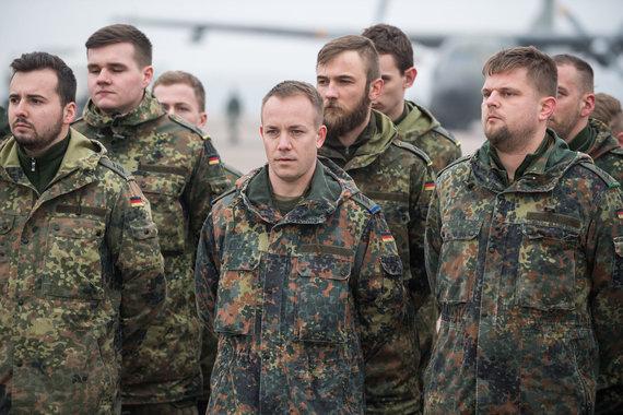 Alfredo Pliadžio nuotr./Į Kauno oro uostą atskrido pirmoji Vokietijos karių grupė