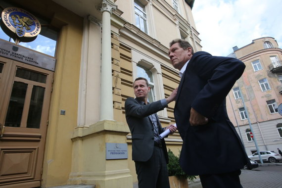 Vidmanto Balkūno / 15min nuotr./Raimondas Kurlianskis palieka STT su savo advokatu