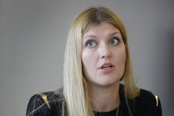 """AFP/""""Scanpix"""" nuotr./Beatrice Fihn – tarptautinės branduolinių ginklų uždraudimo kampanijos direktorė"""