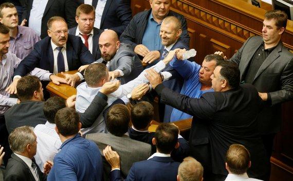 """""""Reuters""""/""""Scanpix"""" nuotr./Muštynės Ukrainos Aukščiausioje Radoje"""