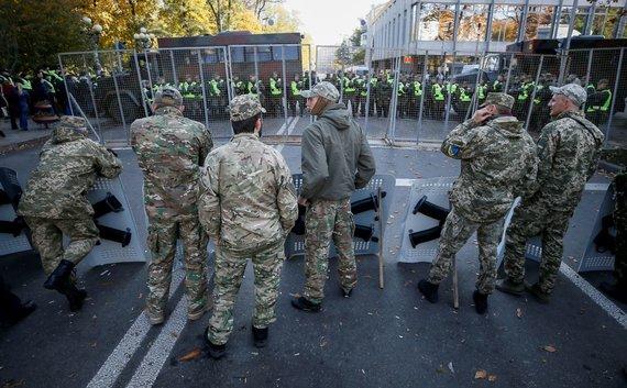 """""""Reuters""""/""""Scanpix"""" nuotr./Į demonstracijas Kijeve atėjo ir nemažai karo Donbase veteranų"""