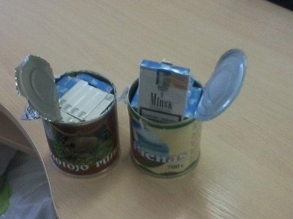 Lietuvos muitinės nuotr./5 vieta – Baltarusiškos cigaretės sulčių pakeliuose bei mėsos ir pieno konservuose