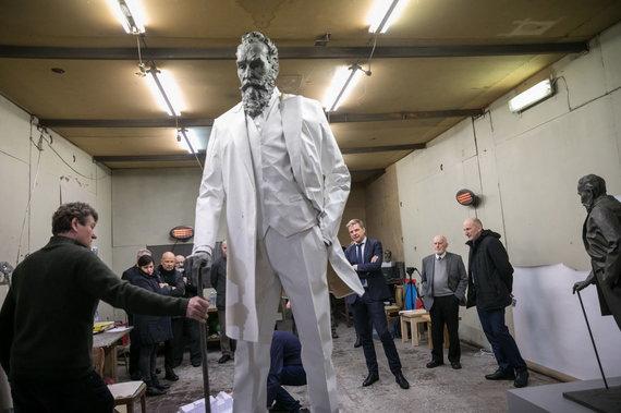 Sauliaus Žiūros nuotr./Susitikimas su J. Basanavičiaus skulptūros autoriais
