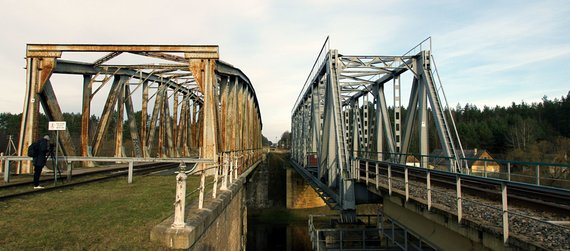 A. Dovydaitytės nuotr./2. Senas ir naujas geležinkelio tiltai Santakoje