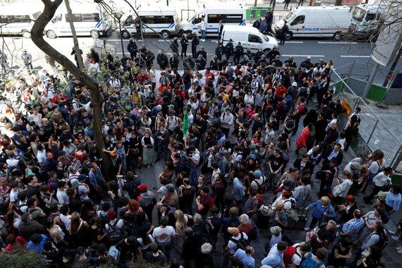 """Reuters""/""Scanpix"" nuotr./Prancūzijoje studentai blokuoja universitetus"