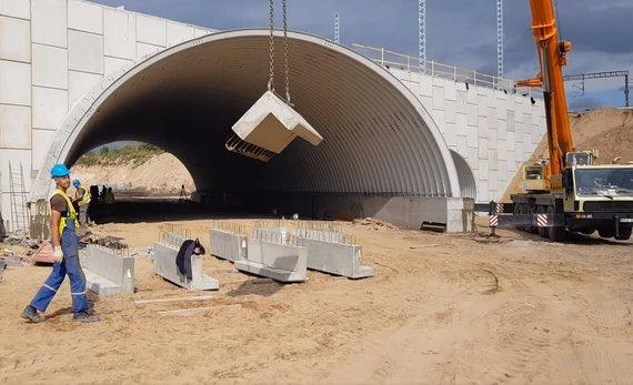 Partnerio nuotr./Prie Kauno pietrytinio aplinkkelio baigiamas statyti didžiausias statinys – keturių arkų tunelis automobiliams, pėstiesiems ir dviratininkams.