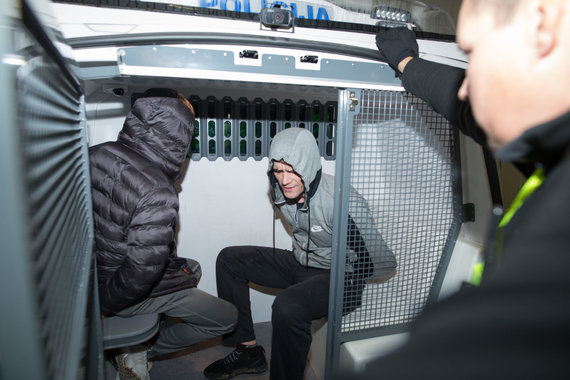 Beno Dragūno nuotr./Naktis su Kauno policija: sučiuptas girtas vairuotojas ir du narkotikais bandę atsikratyti jauni vyrai