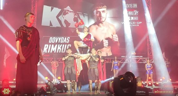 Stop kadras/Dovydo Rimkaus įspūdingas žengimas į ringą