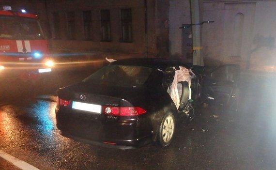 Kauno apskrities VPK nuotr./Avarija Kauno Savanorių prospekte, kurios metu sužaloti 6 asmenys