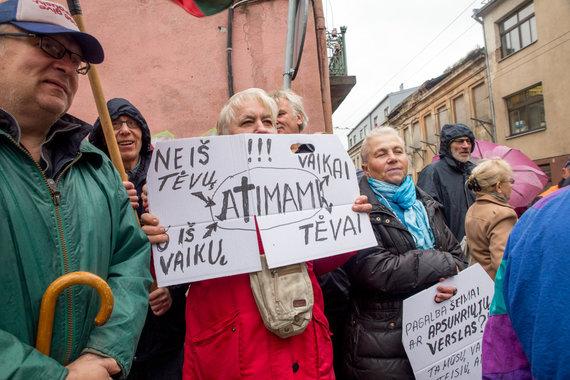Mariaus Vizbaro / 15min nuotr./Piketas Kaune dėl atimtų vaikų