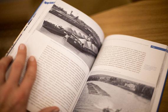 """Mariaus Vizbaro / 15min nuotr./Istoriko Gedimino Kasparavičiaus knyga """"Nemunas Lietuvos gyvenime 1918 - 1990 metais"""""""