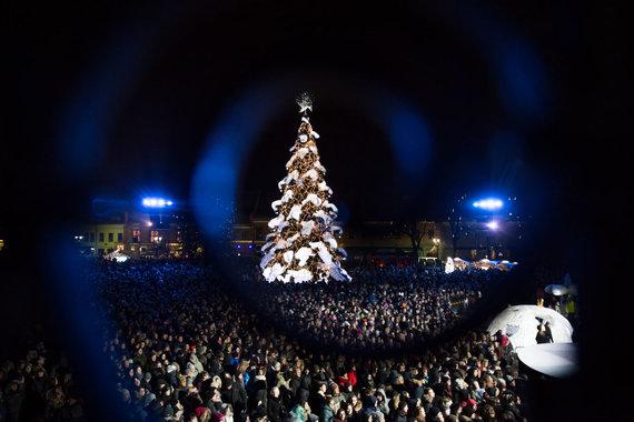 Mariaus Vizbaro / 15min nuotr./Kaune šventiškai įžiebta Kalėdų eglė