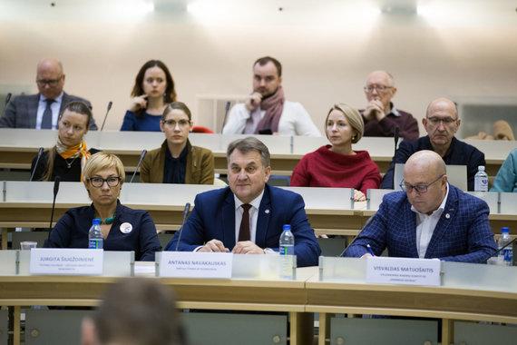 Mariaus Vizbaro / 15min nuotr./Debatų akimirka