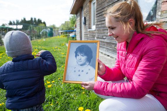 Mariaus Vizbaro / 15min nuotr./Viktorijos mamos portretas, kabantis namuose