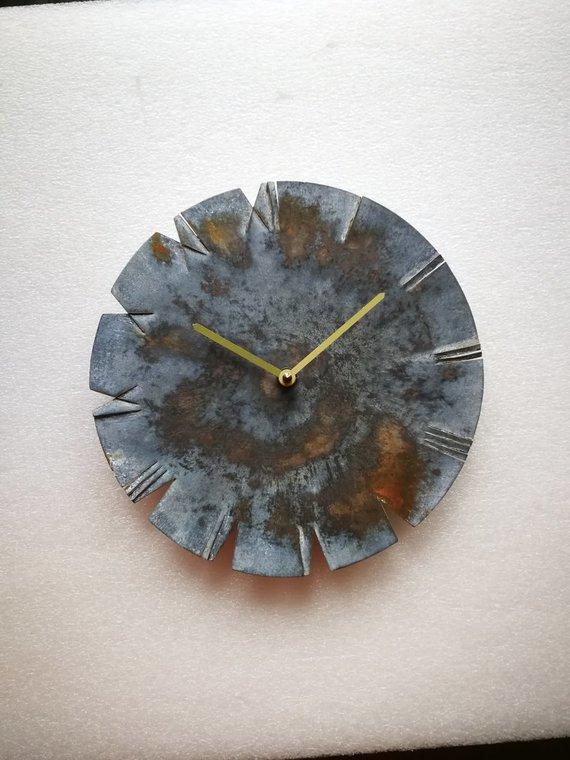 Asmeninio albumo nuotr./Dmitrijaus Demskio kuriami laikrodžiai