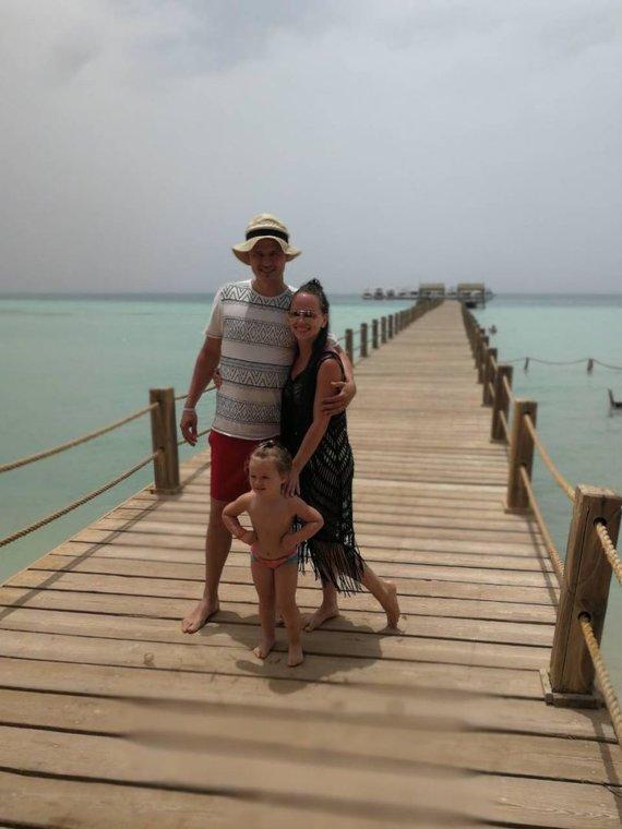 Asmeninio albumo nuotr./Ineta ir Ąžuolas Žvaguliai su dukra Barbora