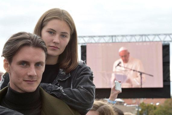 """Reuters""/""Scanpix"" nuotr./Jonas Misevičius su seserimi Ieva"