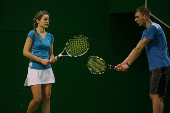 Asmeninio M.Puidoko archyvo nuotr./M.Puidokas su žmona žaidžia tenisą