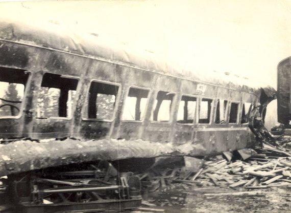 Kaišiadorių muziejaus nuotr., saugoma Kaišiadorių muziejuje/Sudegęs traukinio vagonas