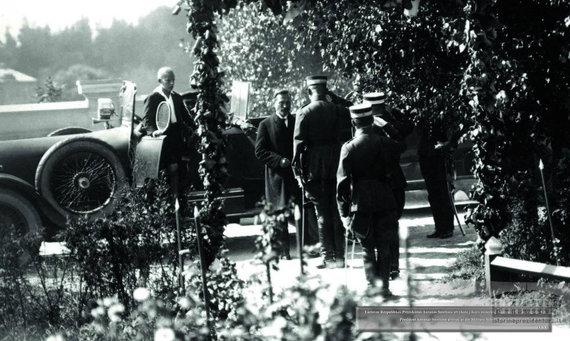 epaveldas.lt nuotr. / Prezidentas Antanas Smetona 1927 m. atvyksta į Karo mokyklą