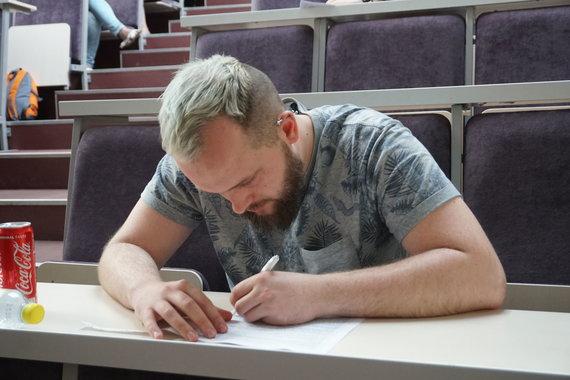 Organizatorių nuotr. /Pasaulio viktorinos čempionatas Lietuvoje, 2019 m. Į klausimus atsakinėja trečią vietą užėmęs Povilas Kripas