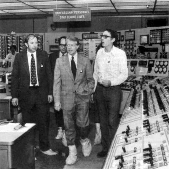 Wikimedia Commons nuotr./JAV prezidentas Jimmy Carteris 1979 m. lankosi Trijų Mylių salos elektrinės valdymo pulte