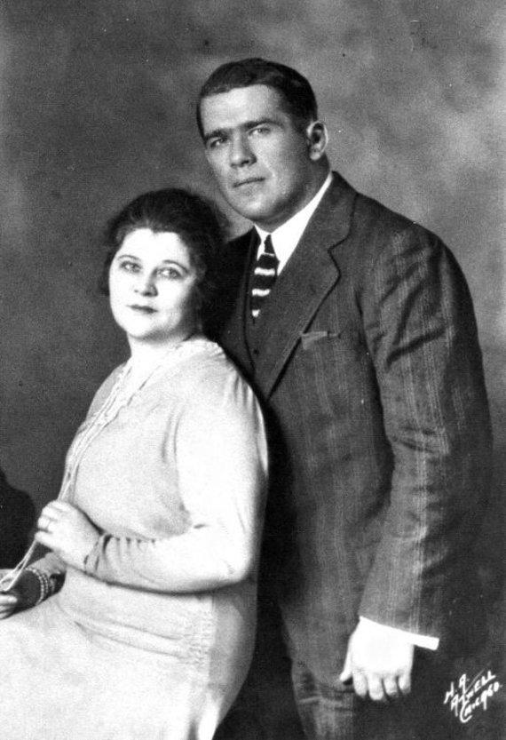 """Facebook puslapio """"Steigvilių kaimas"""" nuotr./Karolis Požėla su žmona Olga"""