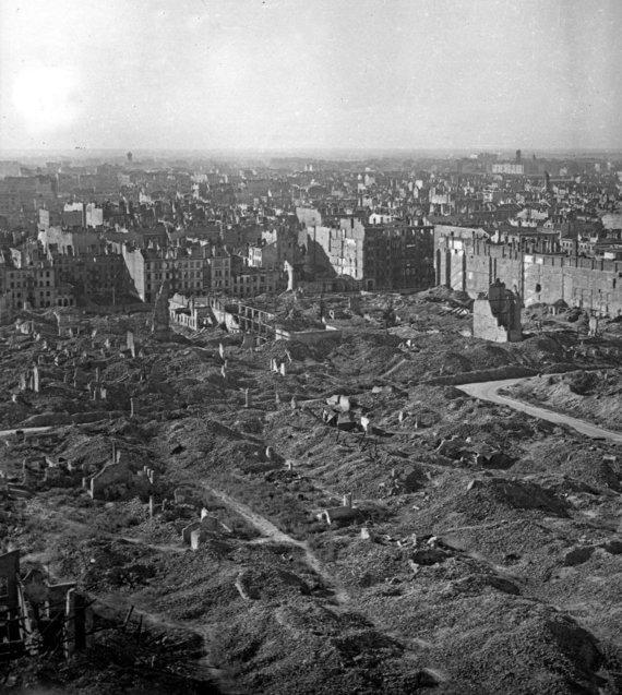 Vida Press nuotr./Varšuvos griuvėsiai 1945 m.