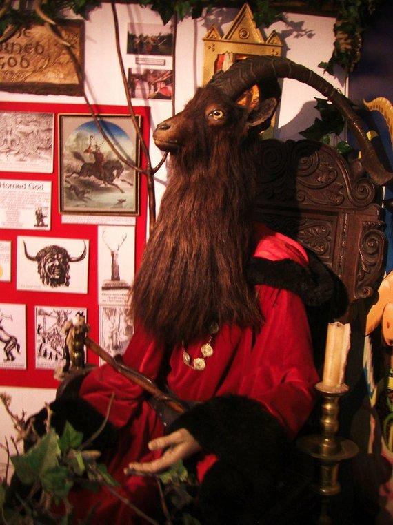 Wikipedia Commons nuotr./Raguotojo skulptūra Kornvalyje, Raganavimo muziejuje
