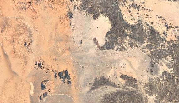 Google Earth nuotr./Bir Tavilas, nufotografuotas Google palydovo (teritorijos ribą žymi punktyrinė linija)