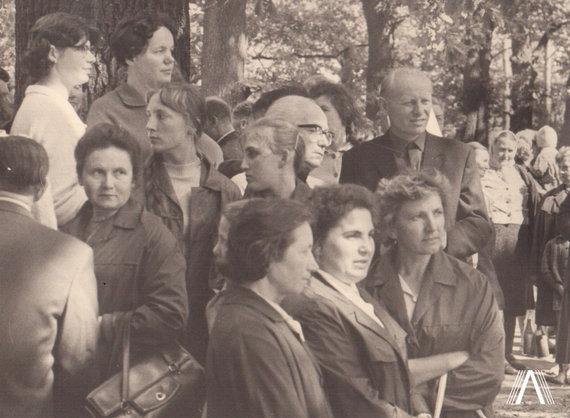 """archivesofculture.com nuotr./""""Lituanica"""" lakūnų Stepono Dariaus ir Stasio Girėno antkapinio paminklo atidarymas 1968 m. liepos 17 d. Aukštųjų Šančių Karių kapinėse."""