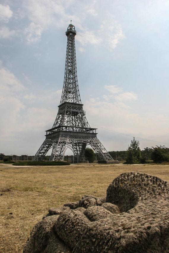 123rf.com nuotr./Eifelio bokštas Rumunijoje