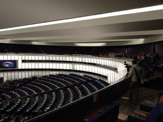 Ugniaus Antanavičiaus nuotr./EP posėdžių salės vaizdas iš žurnalistų darbo vietos