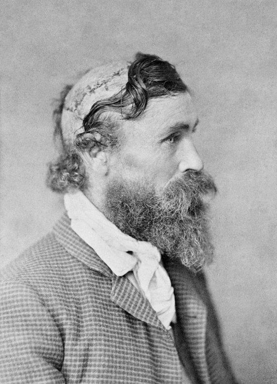 Wikimedia Commons nuotr./Robertas McGee buvo nuskalpuotas vaikystėje, bet skalpavimą išgyveno